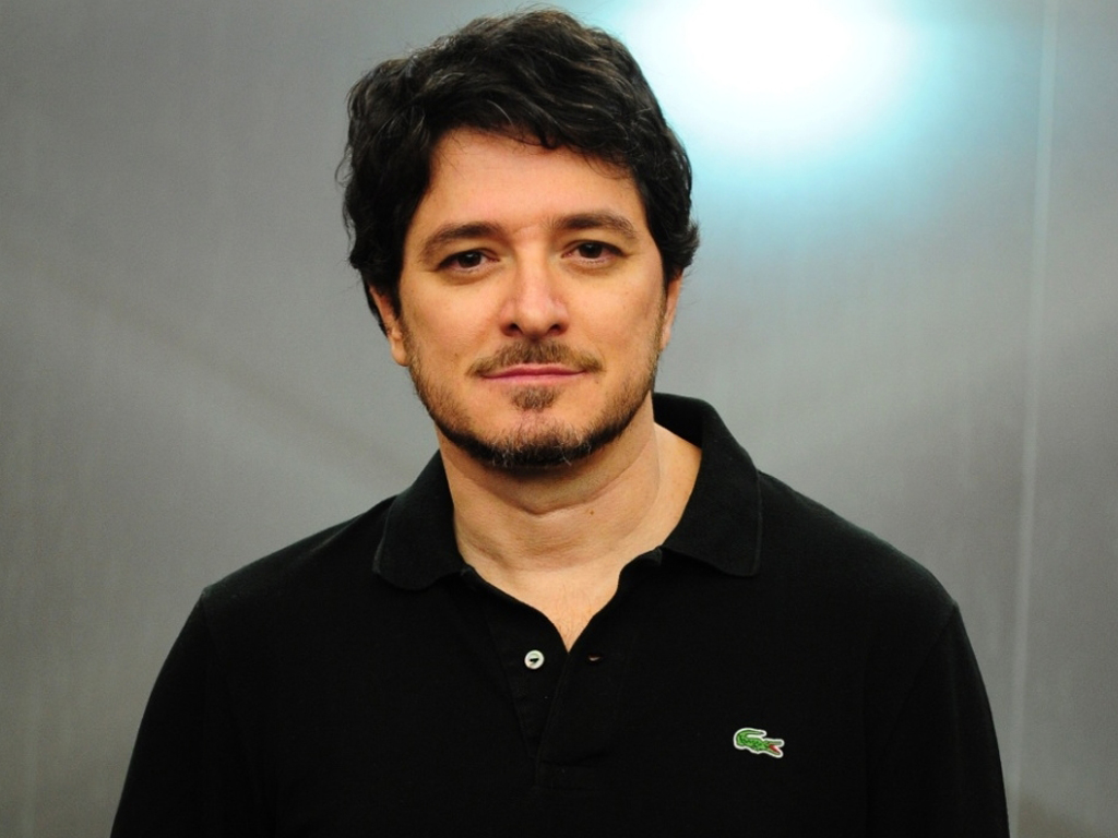 """""""Através do humor, consegue-se comunicar melhor este tipo de assuntos"""" - ator Guilherme Piva"""