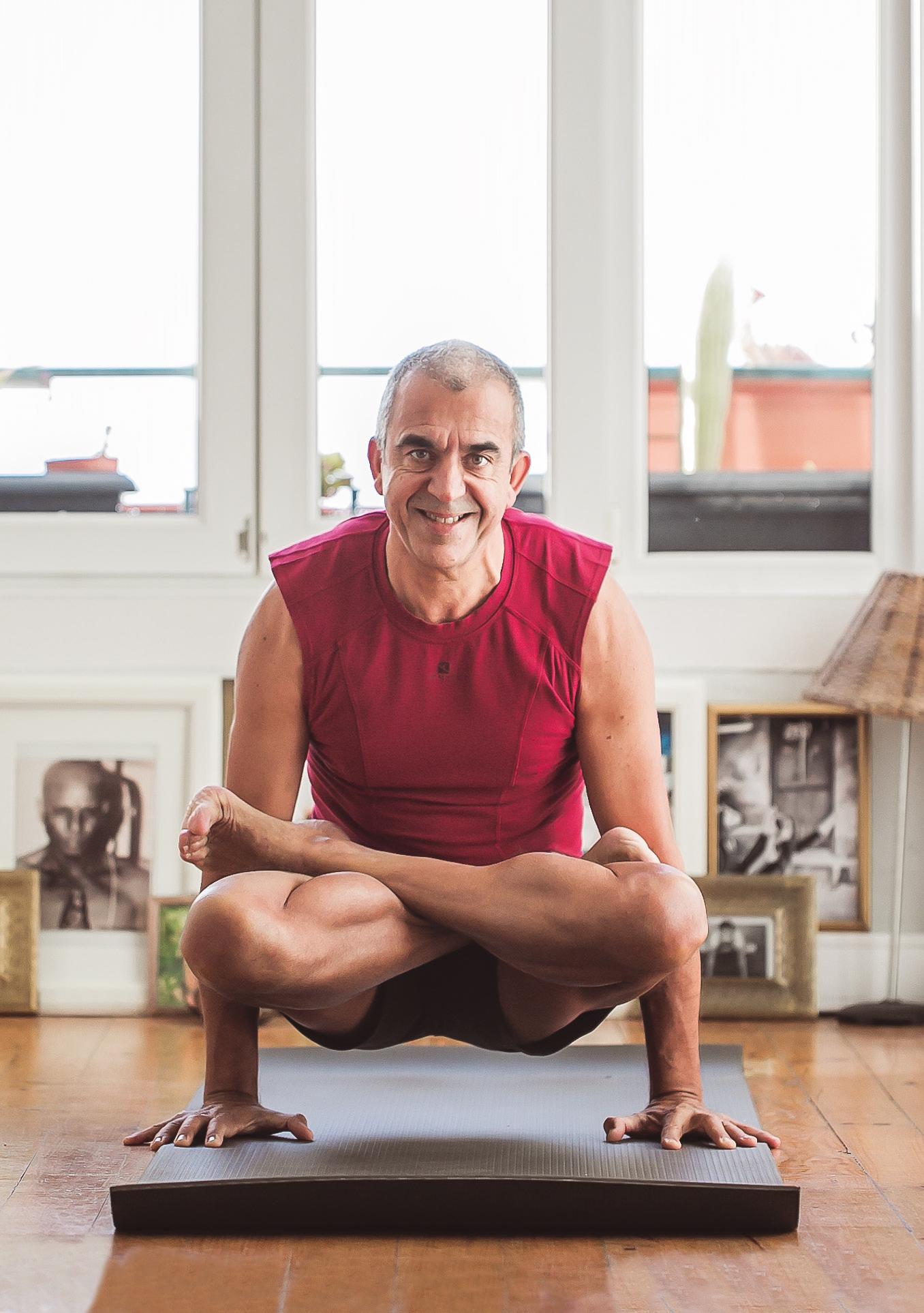 Nunca é tarde. O João começou a fazer exercício (Asthanga Yoga) aos 50. E aqui está ele! João-yoga