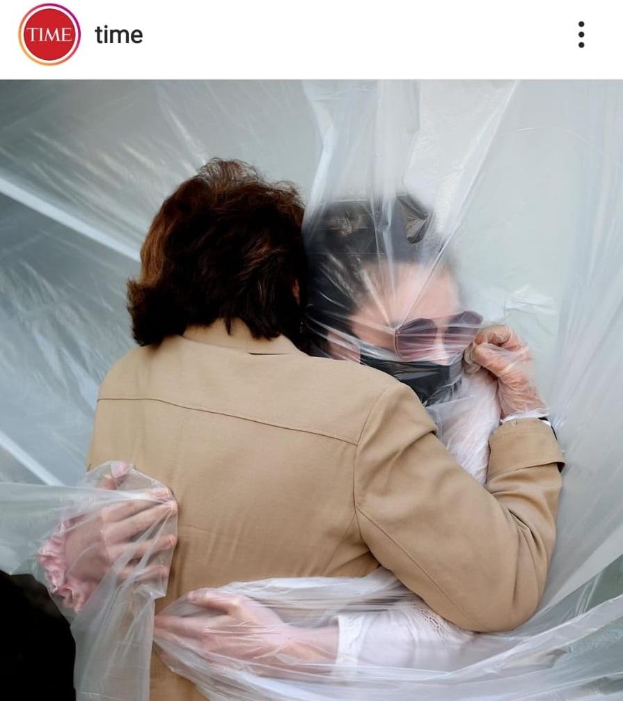 Olivia Grant e a sua avó Grace Sileo abraçam-se após 3 meses e separação - COVID-19 - Time