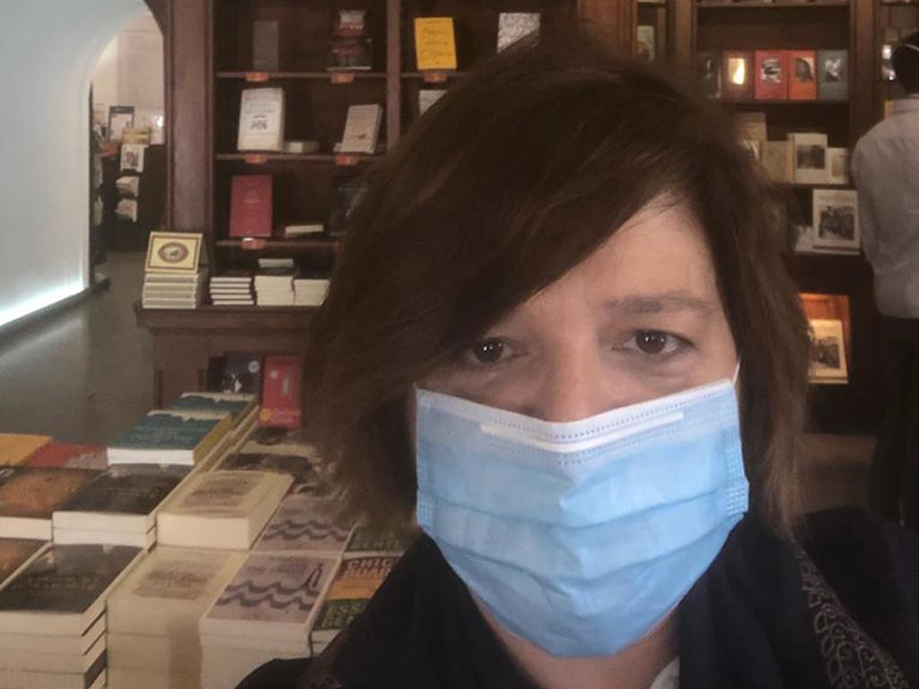 Júlia Bertrand Chiado com máscara