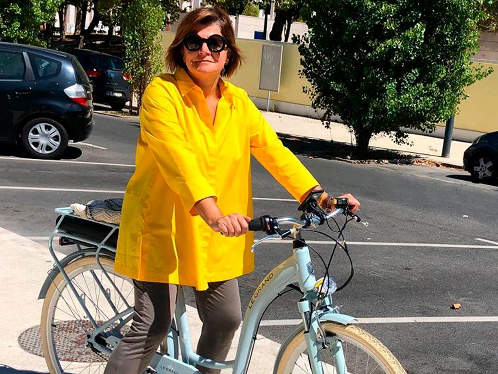 Júlia Pinheiro em bicicleta
