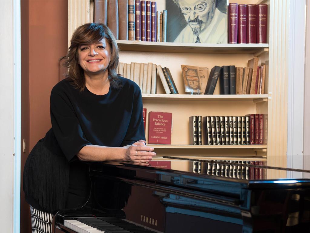 Júlia ao piano